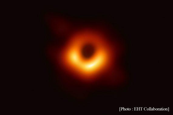 """""""見えないから面白い"""" 世界初・ブラックホールの撮影に成功〈卒業生・秋山 和徳さん〉"""
