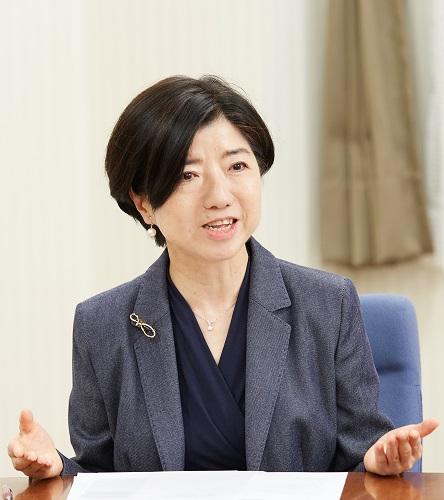外岡尚美教授