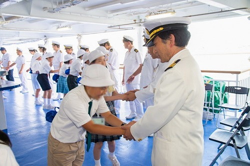 「洋上小学校」2019  下船 船員さんたちとのお別れ